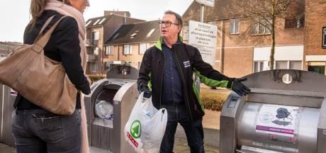 Papier, bedden, banken, stofzuigers: afvalcoaches Breda zoeken het probleem achter de dumpingen