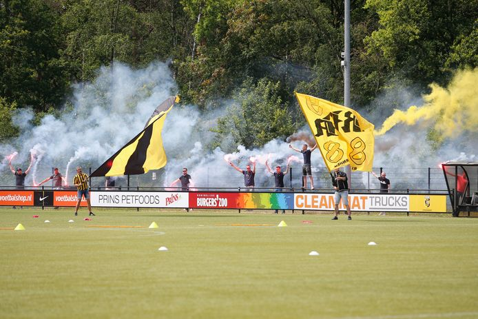 Vitesse supporters welcome the new season at training.