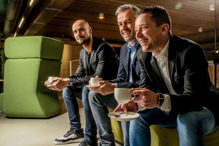Maarten Breckx, Tom Boonen en Merijn Casteleyn (r) presenteren de uitreiking van de Kristallen Fiets.