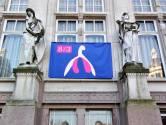 Un clitoris géant sur la façade de la commune de Saint-Gilles
