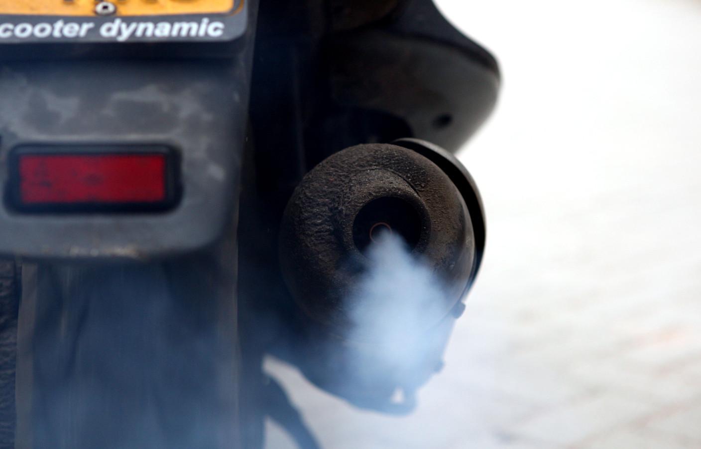 Uit onderzoek van de bond en de Universiteit Utrecht blijkt dat brommers en scooters meer ultrafijnstof uitstoten dan vrachtwagens en twee keer zo veel als een gemiddelde auto.