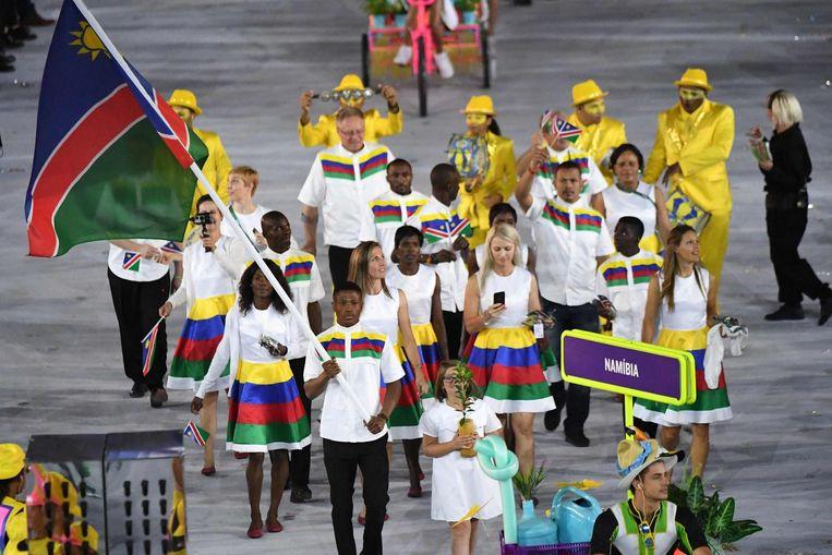 Tijdens de openingsceremonie was Jonas Junias Jonas vlaggendrager voor Namibië. Beeld afp