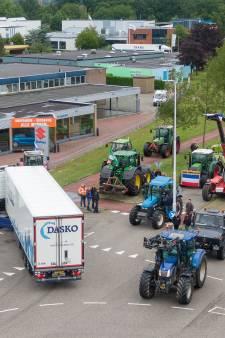 Demonstrerende boeren in Zwolle houden de gezelligheid erin, maar zijn bloedserieus