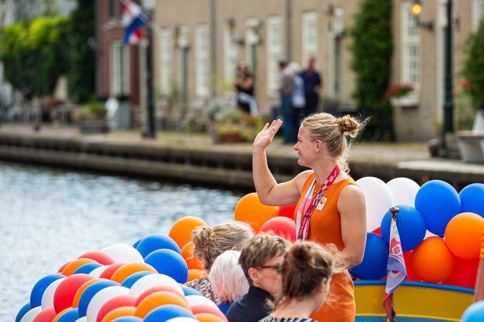 Diede de Groot kreeg een huldiging in haar woonplaats Oudewater. Ze won dit jaar de Paralympische Spelen en de vier grandslamtoernooien