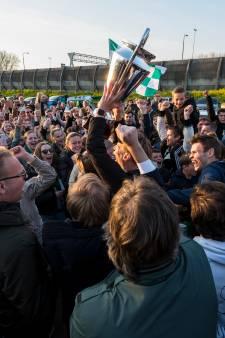 Kersverse kampioen PKC groots onthaald door eigen aanhang in Papendrecht