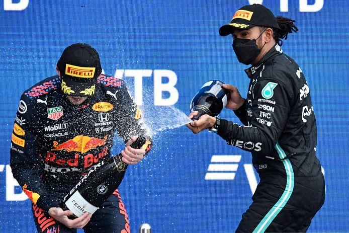 Lewis Hamilton en Max Verstappen op het podium in Sotsji.