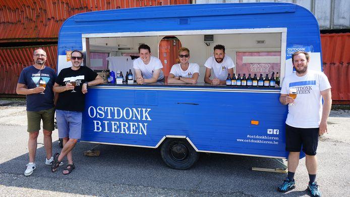 De ploeg van Ostdonk Bieren kan eindelijk de mobiele bar eens van stal halen voor de eerste editie van de Beverse Streekmarkt.