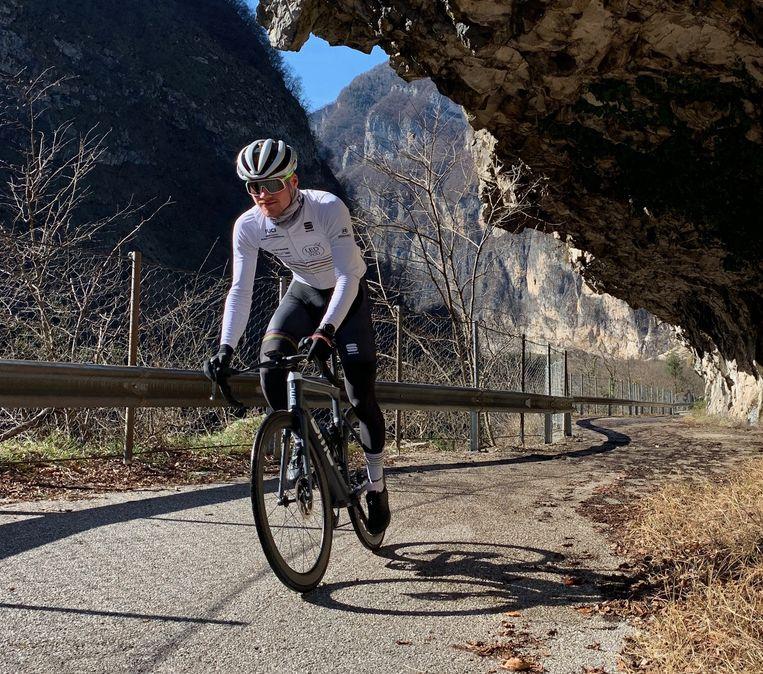 Maxim Pirard (22) reed recent nog letterlijk de Ronde van Vlaanderen en voltooide zo over een tocht van meer dan duizend kilometer de omtrek van Vlaanderen.