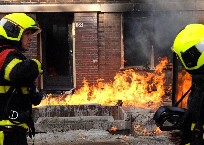 Brandweerlieden in de weer in de Hortensiastraat