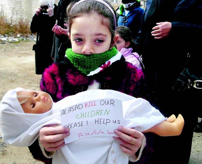Persbureau Reuters verspreidde gisteren deze foto van een Syrisch meisje, 'gemaakt door een derde partij'. Beeld