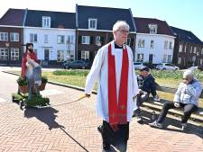 Dit is de nieuwe pastoor van Lith, hij liet het kerkbezoek in Grave groeien