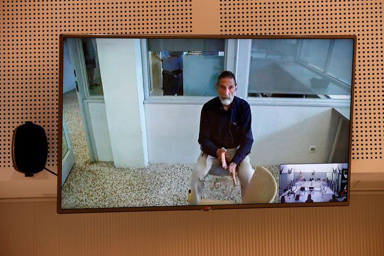 John McAfee getuigde 15 juni via videoverbinding in zijn zitting over het al dan niet uitgeleverd worden aan de VS.  Beeld AP