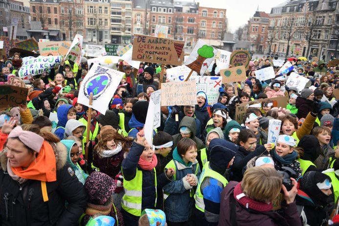 Voor het eerst is er ook protest vanuit de basisscholen tegen het klimaatbeleid van de regering.