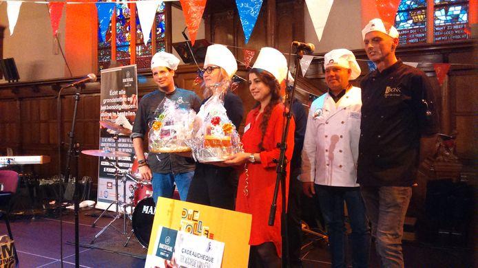 Eva Korac (tweede van links) won gisteren de eerste Heel Euregio Bakt-wedstrijd. Naast haar Zeynep Durdabak Capan, die tweede werd.