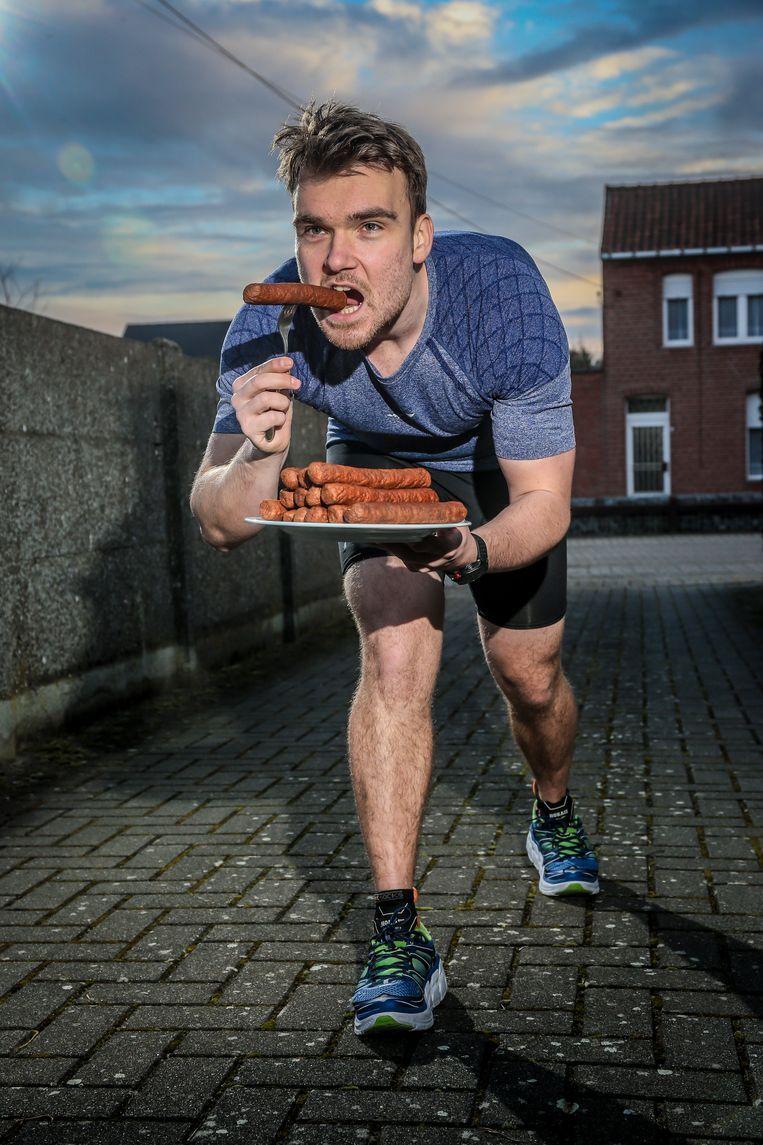 Een biceps om u tegen te zeggen en beenspieren die niet misstaan in de fitnesszaal: Rik Nauwelaerts is meer dan alleen een 'eetatleet'.