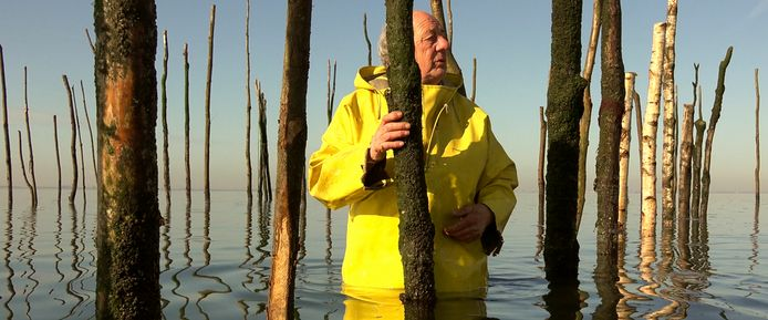 Een beeld uit de film over de Bergse weervisserij.
