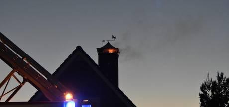 Schoorsteenbrand zorgt voor verkeershinder in Den Ham