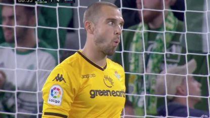 De alleszeggende reactie van Betis-doelman Pau López nadat Messi op weergaloze wijze kroon op het werk zette