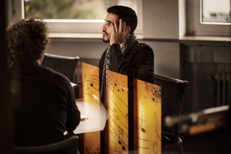 Aeham Ahmad woont nu in Duitsland, maar 'de storm in mijn kop houdt maar niet op.' Beeld Eric de Mildt