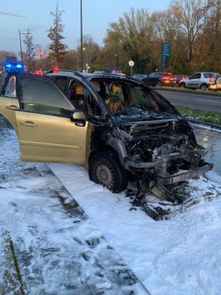 Wagen brandt uit op Woluwelaan in Sint-Lambrechts-Woluwe