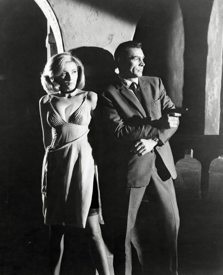 Daniela Bianchi en Sean Connery in 'From Russia with Love'. Beeld IMAGEGLOBE