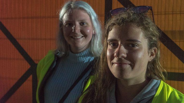 Lisa en Ellen: 'We slaan eigenlijk twee vliegen in één klap: we sparen honderden euro's uit, én steunen een goed doel.' Beeld RV