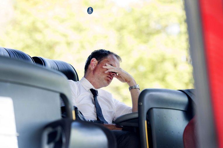 Frank de Boer verbijt zijn teleurstelling na het mislopen van het kampioenschap. Beeld epa