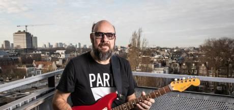 Fysiek een puinhoop, maar rocker Robert Jay uit Hengelo stopt pas met spelen als hij neervalt