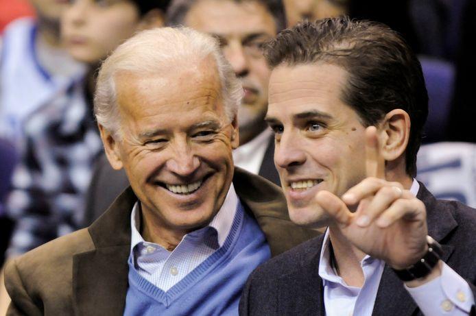 Joe en Hunter Biden in 2010.