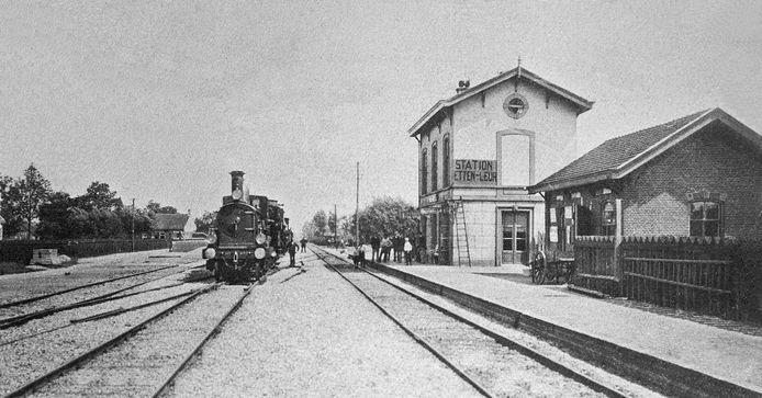Het station Etten-Leur anno 1910, aan de perronkant.