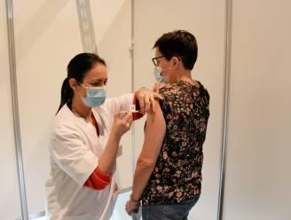 200 zorgverleners krijgen eerste spuitje in vaccinatiecentra in Geel en Westerlo