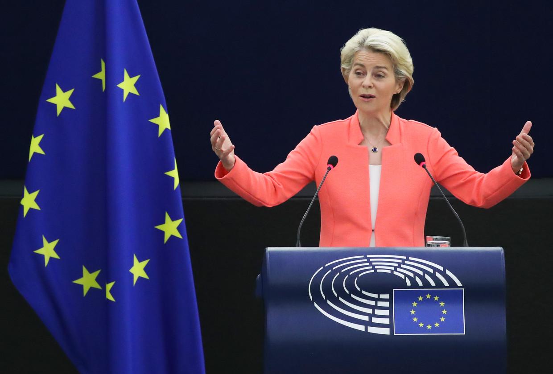 Commissievoorzitter Ursula von der Leyen spreekt het Europees Parlement toe, in Straatsburg. Beeld AP