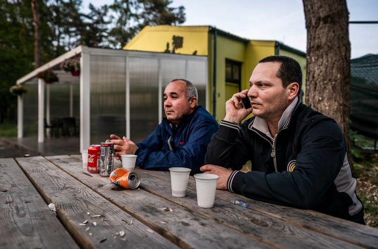 De Bulgaarse Biser en Krasi: 'Deutschland gut. Holland gut.' Beeld Freek van den Bergh