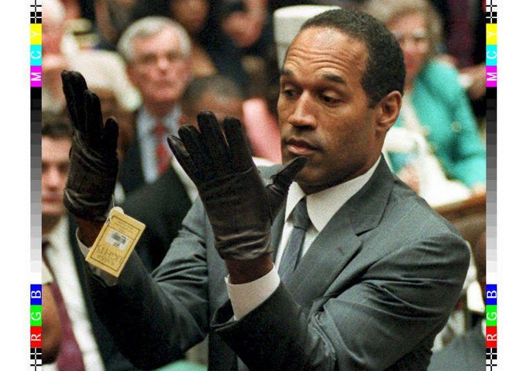 O.J. Simpson zoals de meesten van ons hem leerden kennen: als verdachte tijdens het spraakmakende dubbelemoordproces in 1995. Beeld rv