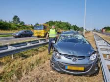 Auto belandt in middenberm A58 bij Ulvenhout, veel vertraging