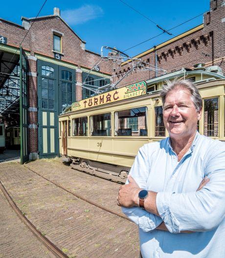 Rob Brons was vaak de baas, nu geniet hij als gastheer op de toeristentram en vooral van het opa zijn