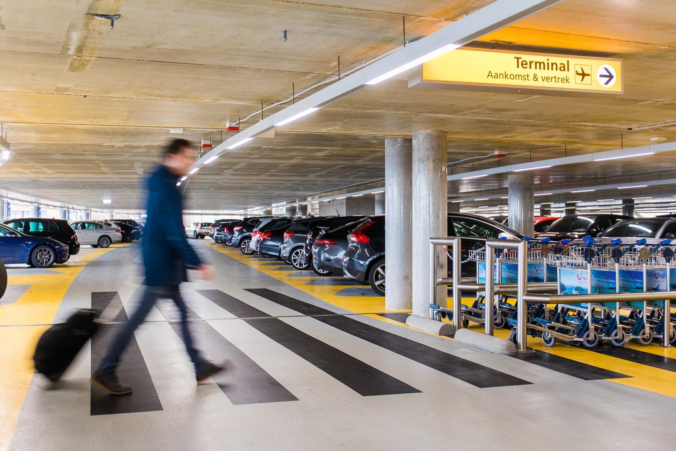 Parkeergarage P1 op Eindhoven Airport.