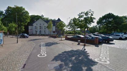 Minibusje met vijf  twintigers crasht in Buizingen: drie gewonden