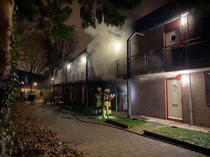 Uitslaande woningbrand aan Levensboomdpad in Deventer