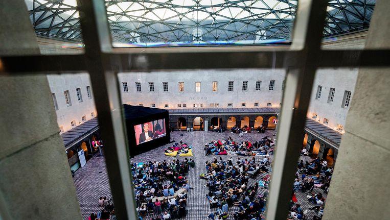 Het plein in het Scheepvaartmuseum tijdens de uitzending van Zomergasten met Eberhard van der Laan. Beeld anp