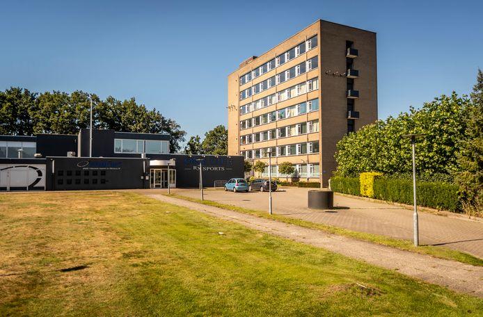 De Zusterflat aan de Dunantweg in Deurne biedt plaats aan tientallen arbeidsmigranten.