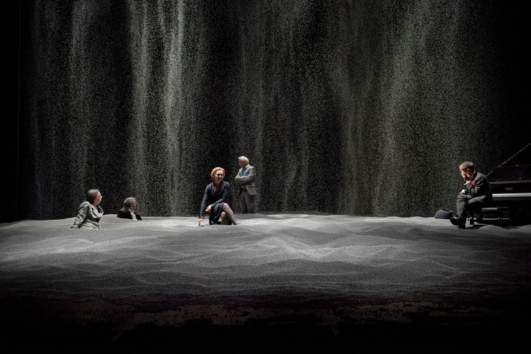 Scène uit 'Conversations (at the End of the World)' Beeld © kurt van der elst | kvde.be