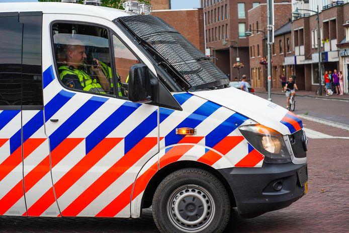 De politie surveilleert in Helmond