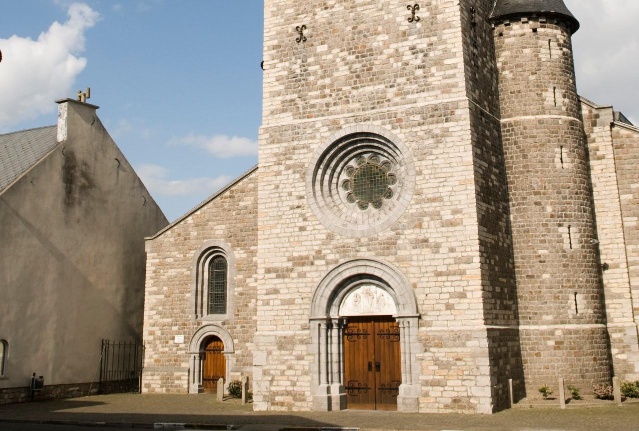 De glasramen van de Sint-Gertrudiskerk schitteren weer.