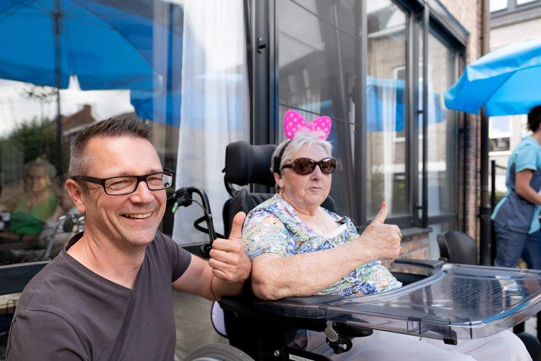 BORNEM Seniorencentrum Onze Lieve Vrouw steunt directeur Miguel Michiels bij zijn deelname aan de Dodentocht