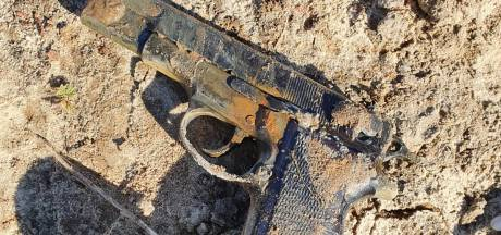 Magneetvisser vindt vuurwapen in water bij Oss, politie stelt onderzoek in