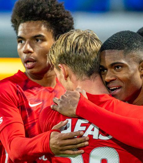 AZ legt druk weer bij PSV na zwaarbevochten zege bij RKC