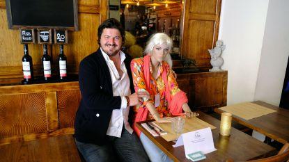 Creatief in coronatijd: brasserie Den Beiaard haalt paspoppen in huis om onbruikbare tafels te vullen