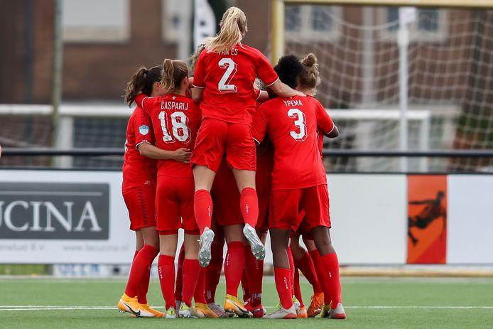 De vreugde is groot als Rieke Dieckmann FC Twente op voorsprong heeft gezet.   during the match Twente - PSV (women)