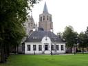 De kerk vanaf de Markt in Wouw gezien.